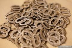 Lasergravierte und geschnittene Ringe aus Sperrholz, zur Verzierung von Hochzeitseinladungen